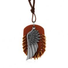 Náhrdelník z umělé kůže, přívěsky - hnědý ovál s kroužky a andělské křídlo