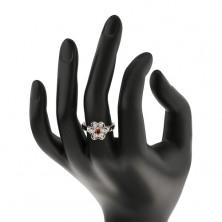 Prsten ve stříbrném odstínu, blýskavý čirý kvítek s oranžovým středem