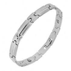 Magnetický ocelový náramek stříbrné barvy, lesklo-matné články s pásem uprostřed