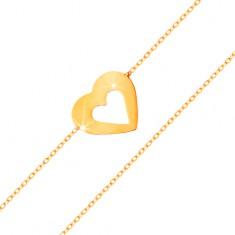 Náramek ve žlutém 14K zlatě - jemný řetízek, ploché srdce s výřezem uprostřed