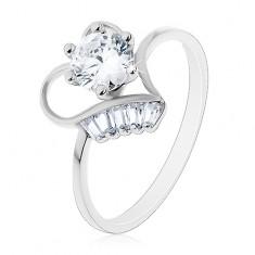 Prsten ze stříbra 925, vystupující čirý zirkon v obrysu srdíčka, malé lichoběžníky