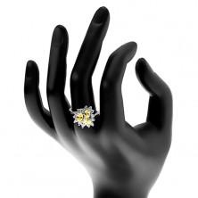 Prsten stříbrné barvy, tři broušené oválné zirkony, čirá obruba