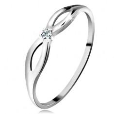 Prsten v bílém 14K zlatě s čirým zářivým briliantem, lesklá ramena s výřezy