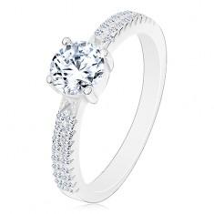 Stříbrný prsten 925, kulatý zirkon čiré barvy v kotlíku, zirkonky na ramenech