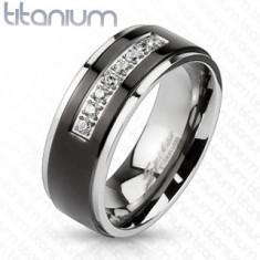Titanový prsten stříbrné barvy, černý pás, lesklé okraje, linie čirých zirkonů