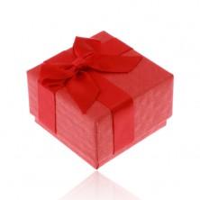 Červená dárková krabička na prsten, přívěsek nebo náušnice, lesklá mašlička