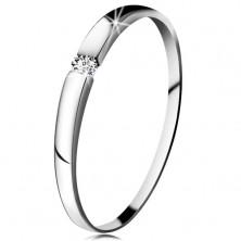Diamantový prsten z bílého 14K zlata - briliant čiré barvy, jemně vypouklá ramena