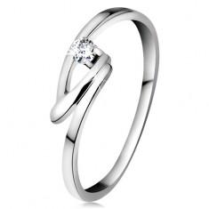 Prsten v bílém 14K zlatě se zářivým briliantem čiré barvy, zalomená linie ramen