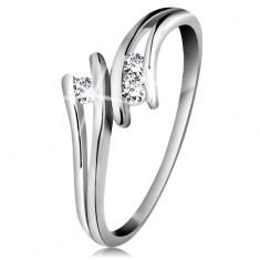 Diamantový zlatý prsten 585, tři zářivé čiré brilianty, rozdělená ramena, bílé zlato