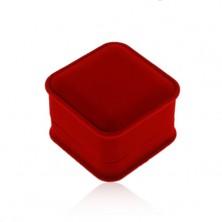 Sametová krabička na prsten nebo náušnice, hranatý tvar, červený odstín
