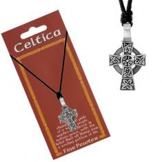 Náhrdelník s černou šňůrkou a patinovaným přívěskem, keltský kříž