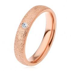 Prsten z chirurgické oceli s pískovaným povrchem, měděná barva, čirý zirkon, 4 mm