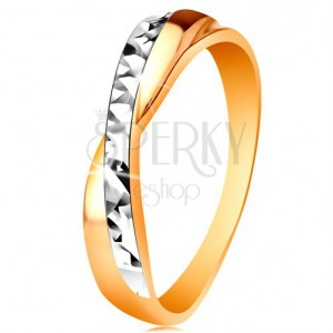Prsten ve 14K zlatě - dvoubarevná překřížená ramena, drobné blýskavé rýhy