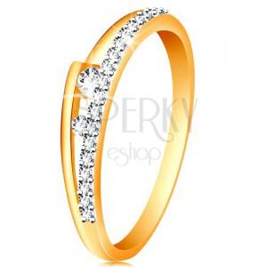 Prsten ve 14K zlatě - rozdvojená ramena, třpytivá linie, dva čiré zirkonky