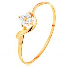 Prsten ze žlutého 14K zlata - kvítek z čirých diamantů, zvlněné rameno