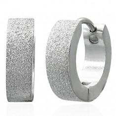 Pískované kloubové náušnice z chirurgické oceli, stříbrná barva AA37.11