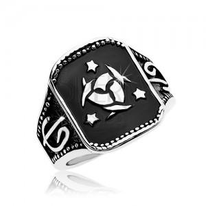 Ocelový prsten, černý obdélník s keltským uzlem a třemi hvězdami