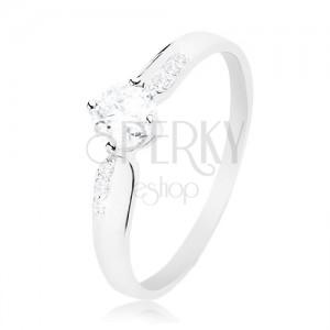 Stříbrný 925 prsten, blýskavý čirý zirkon uprostřed a drobné zirkony po stranách