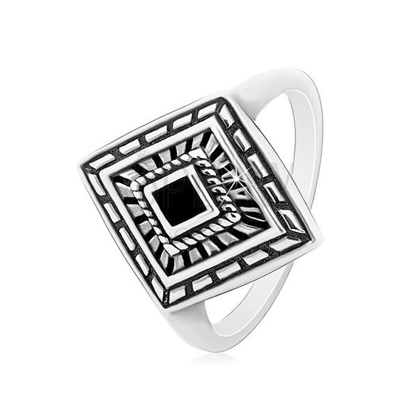 Prsten ze stříbra 925, patinovaný kosočtverec s černou glazurou uprostřed