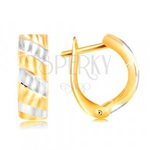 Náušnice ve 14K zlatě - šikmé pruhy ze žlutého a bílého zlata, blýskavé zářezy