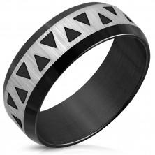 Černý prsten z oceli - zkosené hrany, saténový pás s šipkami, 8 mm