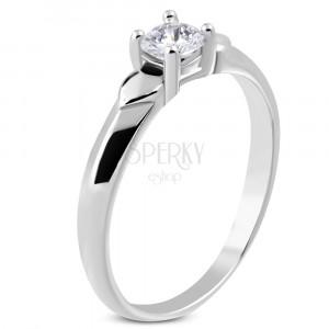 Lesklý prsten z oceli - dvě srdíčka, třpytivý zirkon čiré barvy v kotlíku