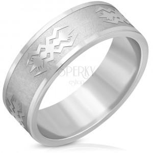Ocelový prsten stříbrné barvy - matný pás, lesklé hrany, motiv, 8 mm