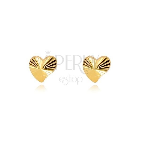 Náušnice ze žlutého zlata 375 - asymetrické srdíčko s lesklými paprskovitými liniemi