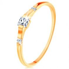Zlatý prsten 375 - tři čiré zirkonové čtverečky, lesklá a hladká ramena
