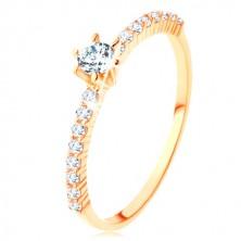 Prsten ze žlutého 9K zlata - čiré zirkonové linie, vystupující kulatý zirkon