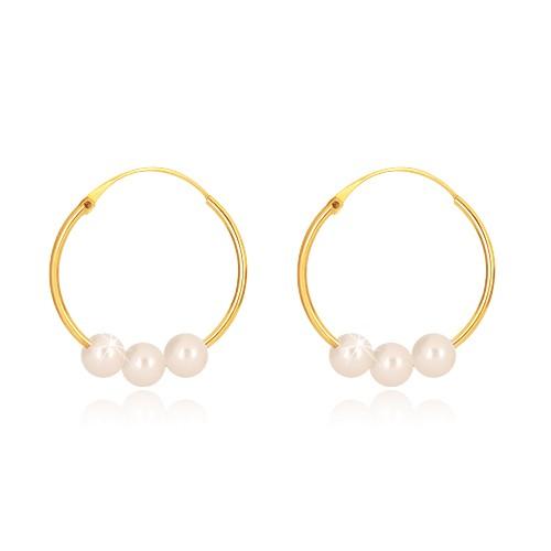 Náušnice ze žlutého zlata 585 - úzké kruhy s lesklým povrchem, tři bílé perličky