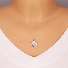 Stříbrný přívěsek 925 - plochý medailon, symetrické srdce s lesklým povrchem