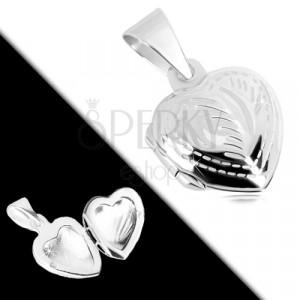Medailon ze stříbra 925 - pravidelné srdce, jemné gravírování, motiv pírka