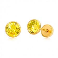 Náušnice ve 14K žlutém zlatě - žlutý zirkon v objímce, puzetky se závitem, 5 mm