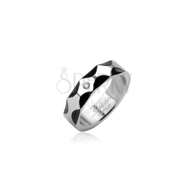 Ocelový prsten - vzor vlny, zirkon ve středu