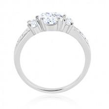 Zásnubní prsten ze stříbra 925 - tři kulaté zirkony, lesklá ramena se zirkonky