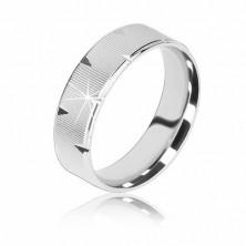Stříbrný prsten 925 - vroubkovaný povrch, lesklé trojúhelníkové zářezy, 6 mm