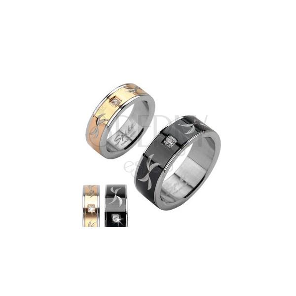 Ocelový prsten - gravírovaný snubní prsten se zirkonem