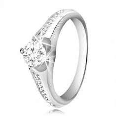 Stříbrný prsten 925 - čirý kulatý zirkon, proužek menších zirkonů na ramenech