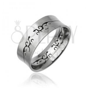 Ocelový prsten s vyřezaným TRIBAL ornamentem