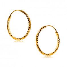 Kruhové náušnice ve žlutém 375 zlatě ozdobené diamantovým řezem, hranatá ramena, 18 mm