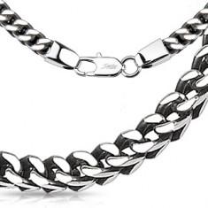 Řetízek z oceli ve stříbrné barvě - lesklá očka vytvářející hranatý tvar, 5 mm