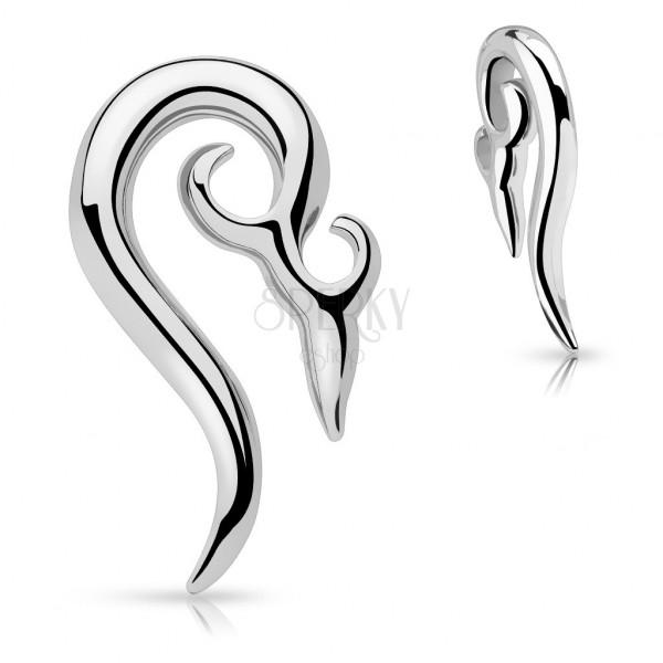 Piercing do ucha polosrdce s asijským ornamentem