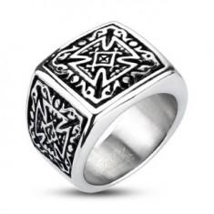 Ocelový stříbrný prsten - pečetní, patinovaný maltézský kříž F3.6