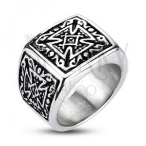 Ocelový stříbrný prsten - pečetní, patinovaný maltézský kříž
