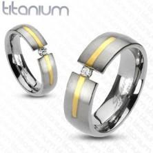 Titanový stříbrný prsten - zlatý proužek, zirkon