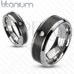 Titanový prsten - černý pás se zirkonem