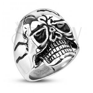 Mohutný ocelový prsten - lebka s vyceněnými zuby