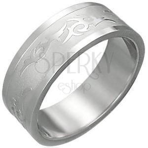 Prsten z oceli s kmenovým ornamentem