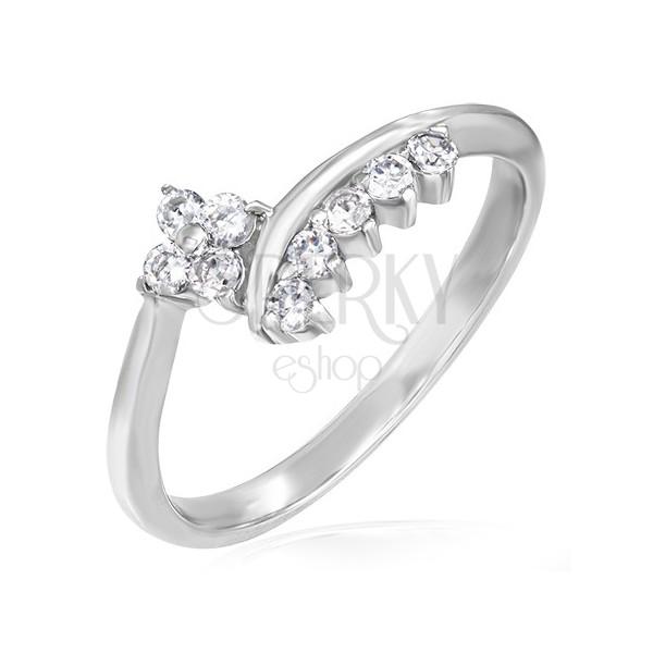 Jemný zásnubní prsten - zirkonový kvítek a lemování